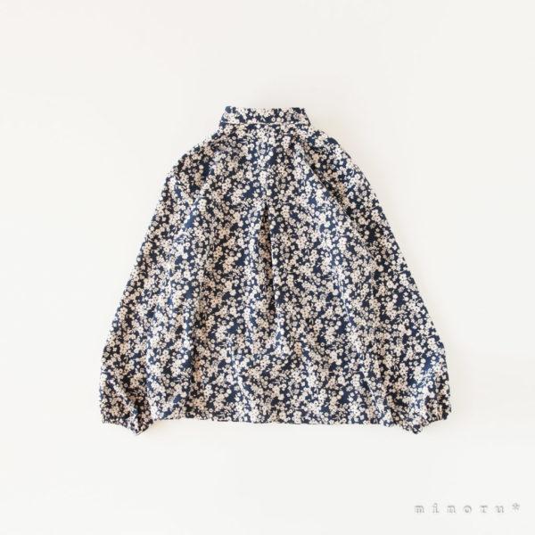 レトロな花柄 丸襟シャツ
